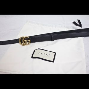 Gucci skinny black leather belt with double G logo